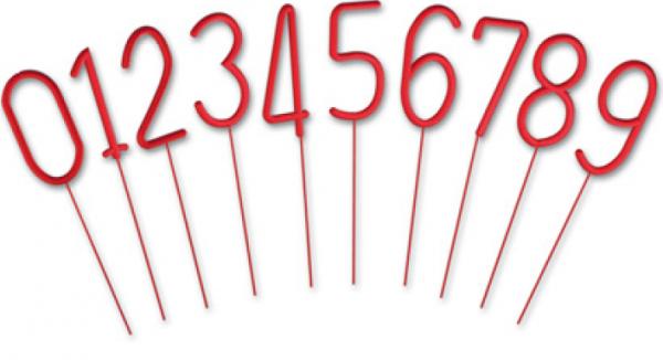 Rote Wunderkerzen in Form von Zahlen